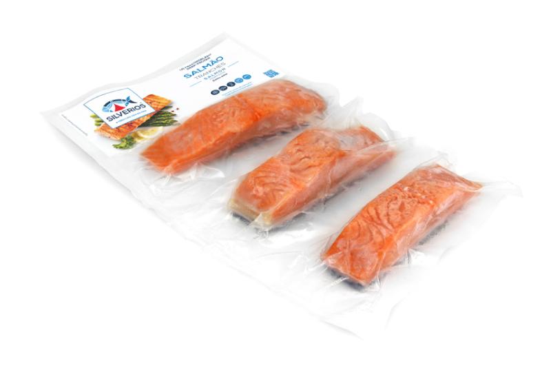 Tranches de salmão congelado