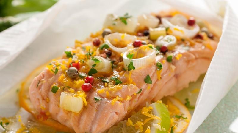 lombos de salmão em papelote